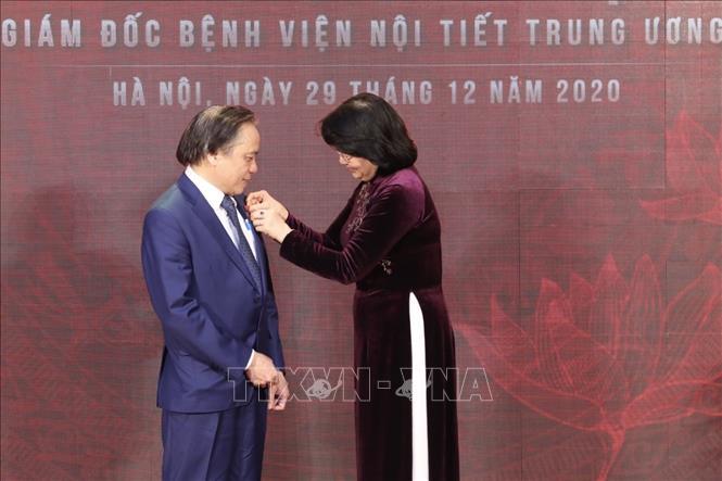 Giám đốc BV Nội tiết Trung ương nhận danh hiệu Anh hùng Lao động thời kỳ đổi mới